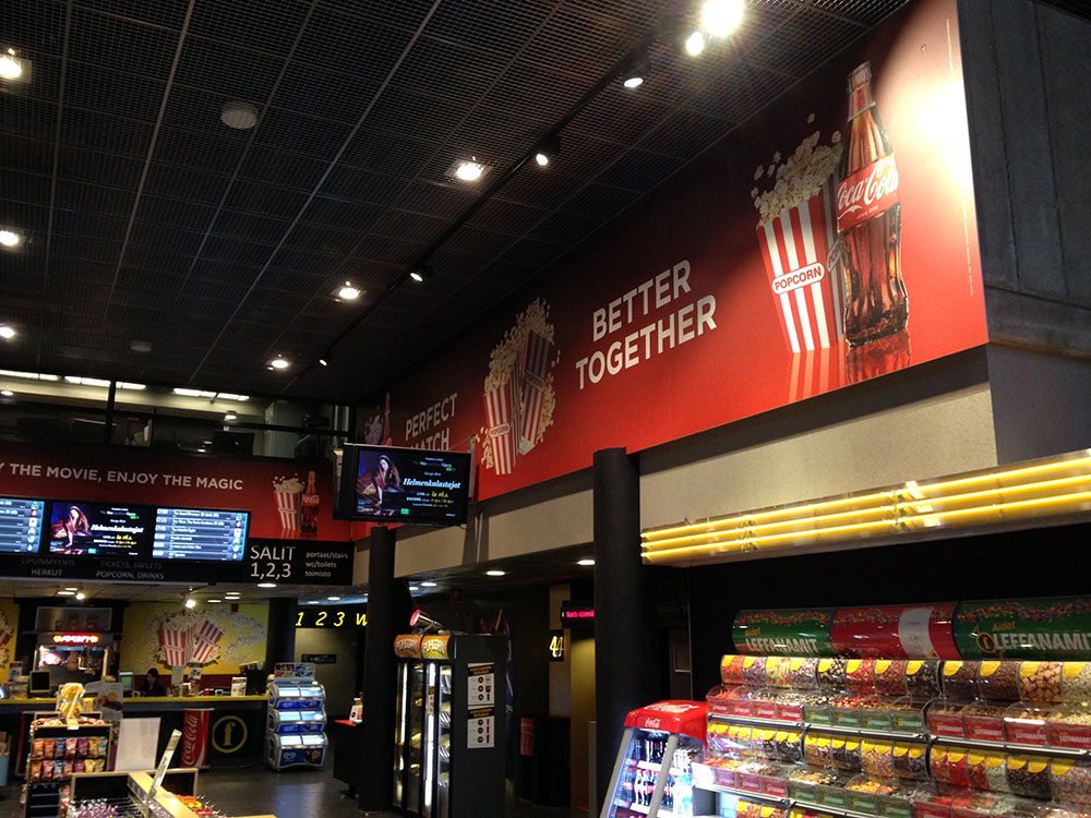 – Coca Cola-mainosten asennus PIxMill Group Oy:lle
